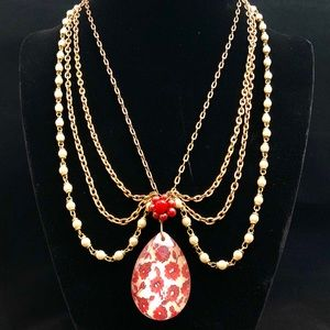 Victorian style necklace, great condition.